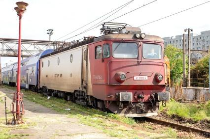Ta,ron 45mm 1.8 - Trains